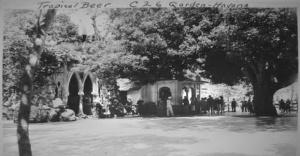 Exterior del Salon Mamoncillo. es pot veure la capella i l'arbre mamoncillo.1