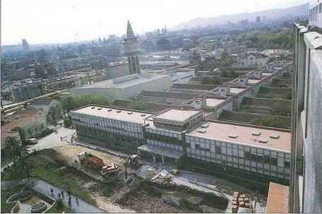 Hospital del Mar, 1989. Obres transformació i desparició del jardí d'entrada