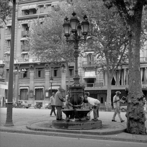 font-rambla-de-canaletes-1967-reduida-mes