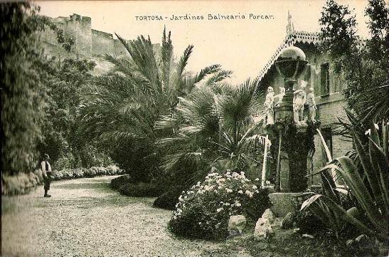 Jardins del balneari a principis dels. XX a la dreta la font. Imatge de quinalafem.blogspot