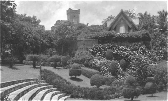 La Tropical. Casa de fusta del conservador i Castell neoarabe - còpia