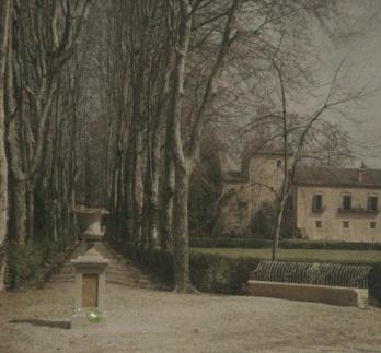 19270408 Jardins_cam_entre_els_arbres_i_casa_palau_de_la_finca_La_Moguda3. Genovart i Boixet, Manuel