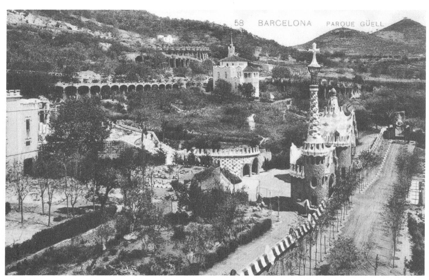 1906 Primer jardí de la Casa Larrard, s'estan construint els garatges, 1906. Autor desconegut. CCEG-AMDG- passada a BiN