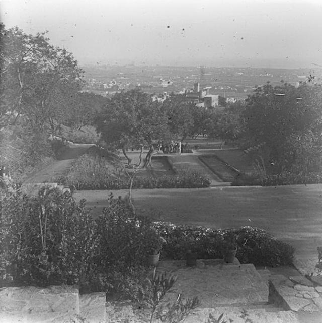1919 Vista de Bcn per sobre d'una font del barri d'Horta. Crec que és Parc del Guinardó-1. Josep Salvany.BC